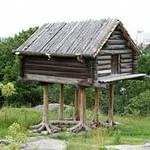 Особенности установки двери в деревянном доме