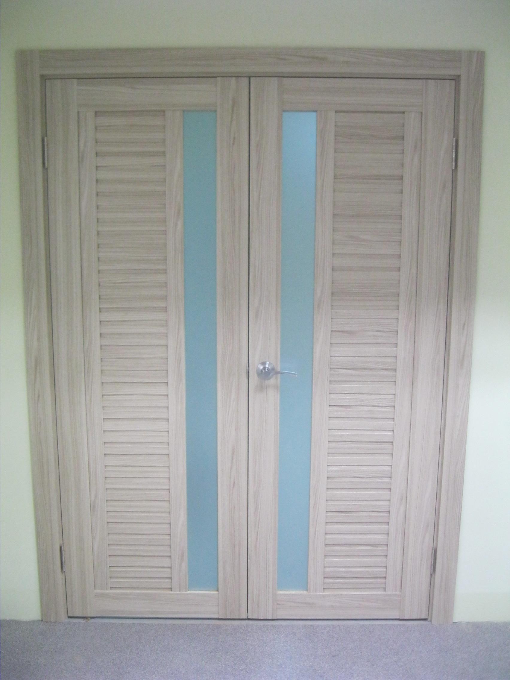 Установка дверей во Владимире и области. Особенности установки распашных(двупольных, двухстворчатых дверей)
