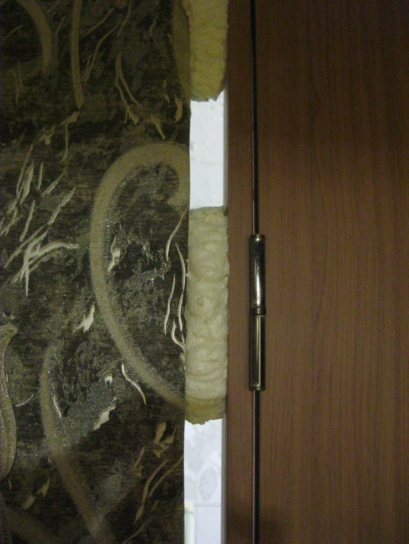 Установка дверей во Владимире. Точечная запенка швов